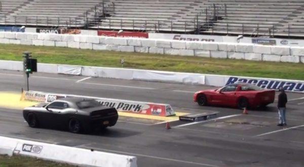 Challenger Hellcat vs Corvette ZR1